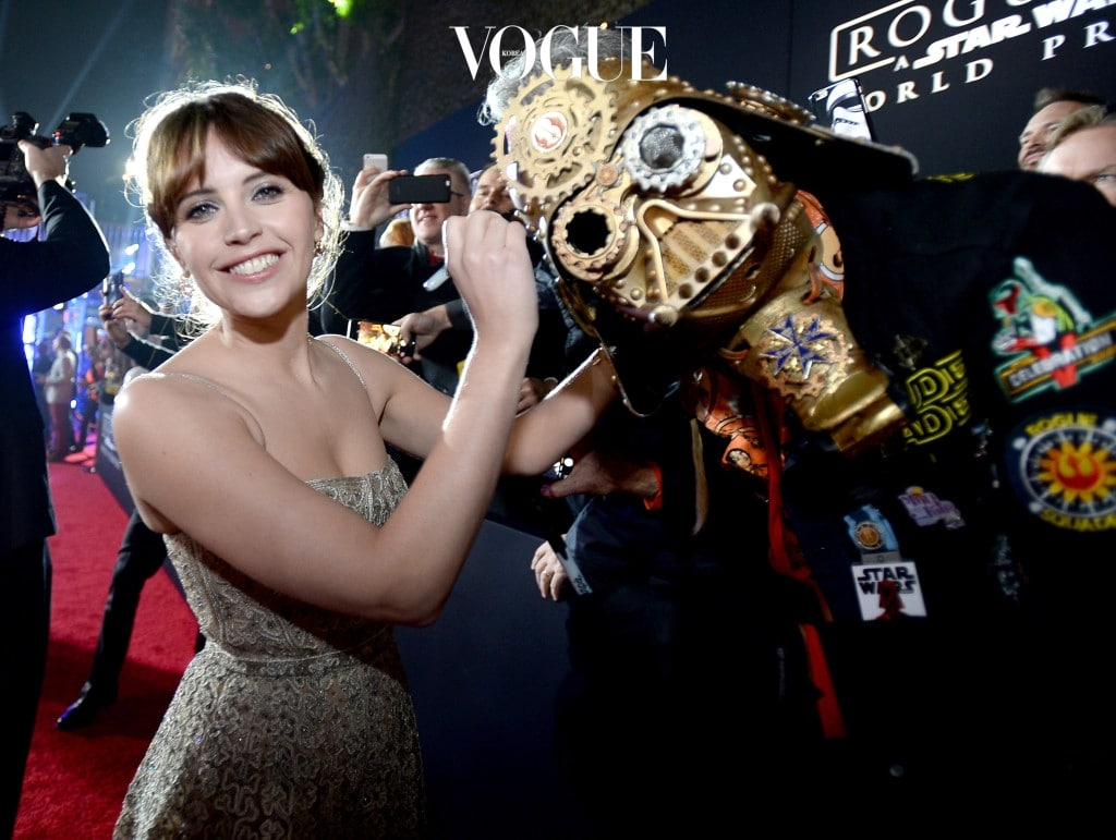 한국에서는 서서히 팬층을 늘려가는 중이지만 헐리우드에서는 이미 어마어마한 티켓파워를 자랑하는 배우랍니다. 2016년에는 포브스지가 선정한 '가장 높은 수입을 벌어들인 배우' 10명 중 9위에 명단을 올리기도 했어요.
