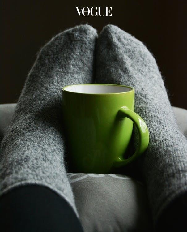 평소에 유난히 혈액순환이 되지 않는 오디언스라면 깊이 공감할 겁니다. 이렇게 추운 날엔 유독 손보다 발이 더 시렵다는 걸요. 몇 시간만 외출하고 들어와도 발은 꽁꽁. 수면 양말을 신어도 소용이 없죠.