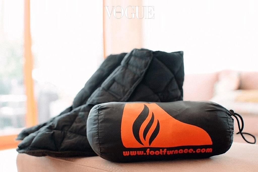 Raynaud 'Genuine Foot Furnace Luxury Bed Slipper' 가격 32달러 수면양말로도 모자라는 족냉증을 가졌다면? 발 전용 패딩양말은 어떨까요? 캠핑용으로도 적합하답니다.