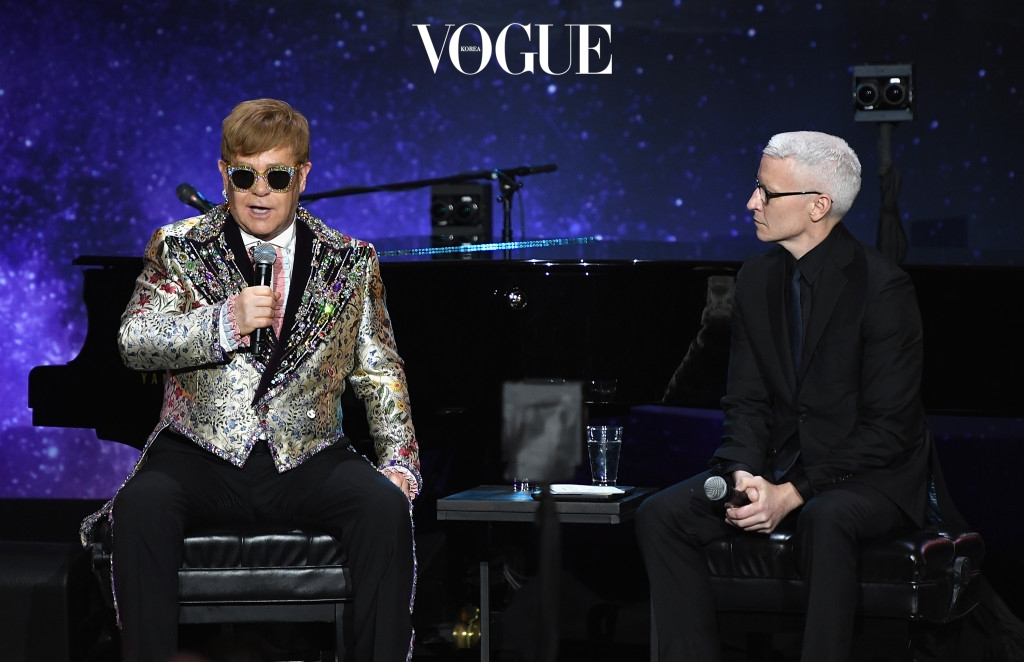 NEW YORK, NY - JANUARY 24:  Elton John and Anderson Cooper speak during the Elton John Special Announcement at Gotham Hall on January 24, 2018 in New York City.  (Photo by Dimitrios Kambouris/Getty Images)