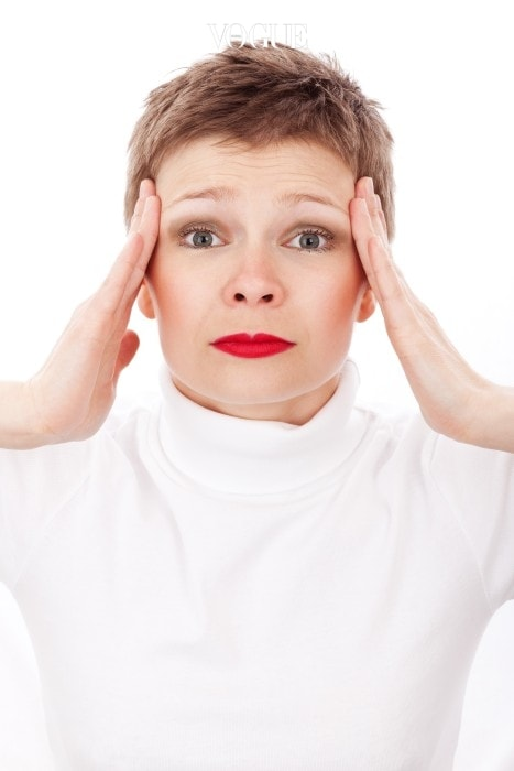 증상이 나타난다고 너무 놀라지 마세요! 대부분의 사람들에게 일어나는 일이랍니다. 포털 사이트의 지식 검색만 봐도 너무 흔하죠. '토할 것 같아요', '머리가 아파요' 등 예상치 못한 부작용에 놀란 사람들이 많으니까요.