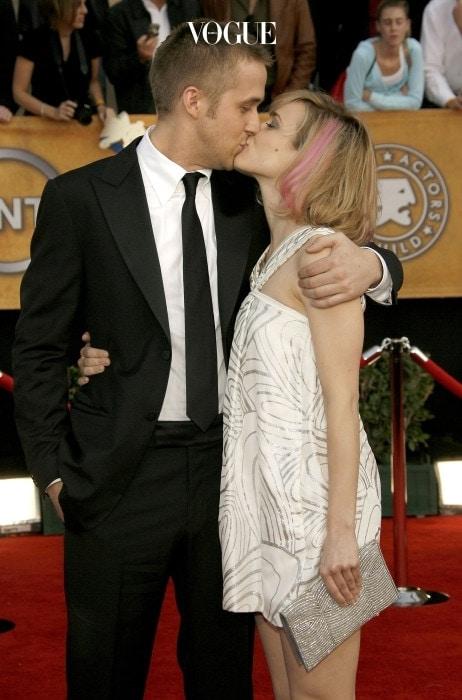 2004년 개봉한 영화 에서 애절한 사랑 연기를 선보인 라이언 고슬링과 레이첼 맥아담스. 마치 영화를 본 수많은 소녀 팬들의 성원에 보답하듯(?) 2005년 부터 데이트를 시작합니다.