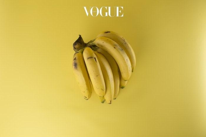 먹고난 뒤엔 바로 버리게 되는 바나나 껍질! 공짜로 활용할 수 있는 가장 효과적인 천연 미백제 입니다. 바나나 껍질에는 마그네슘과 망간, 그리고 칼륨이 풍부하게 포함되어 있는데요. 세가지 물질 모두