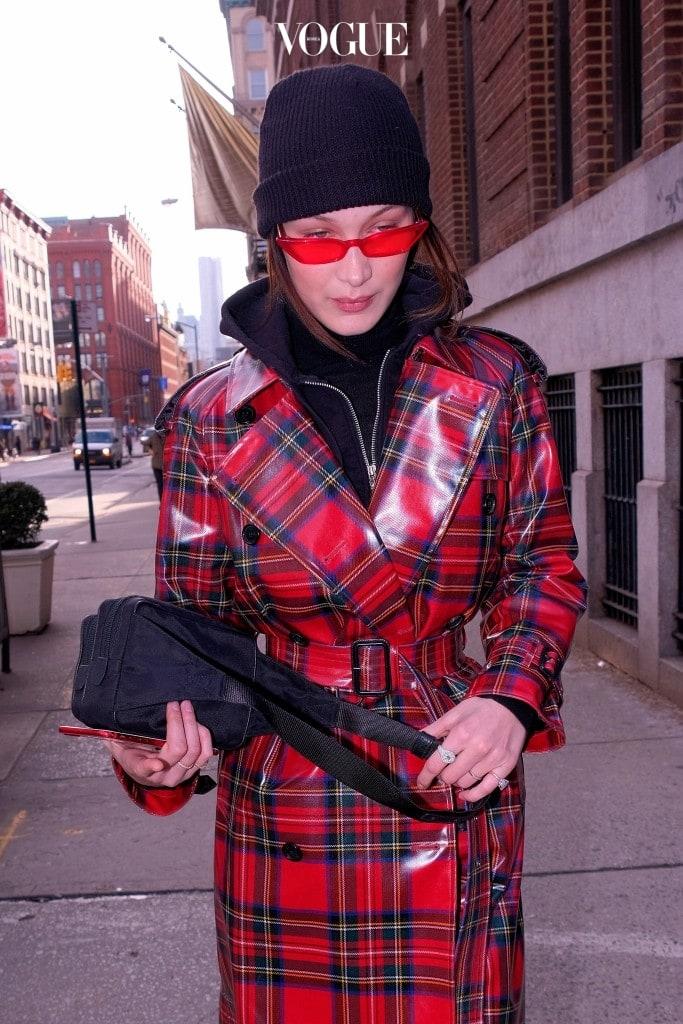 새로운 것을 제일 먼저 시도하는 벨라 하디드의 쪼코미 선글라스 사랑부터 만나보시죠. (※거대 스압주의※)