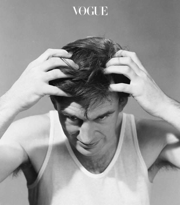셀러브리티 헤어스타일리스트 챠즈 딘(Chaz Dean)은 머리를 기르려고 할때 머리카락을 나무처럼 생각해 보라고 말합니다. 만약 뿌리와 토양이 잘 관리되지 않으면 나무가 건강하고 길게 자랄 수 없다는 사실을요. 두피도 마찬가지입니다. 머리카락의 성장은 두피관리에서 시작되죠. 매일 쓰는 샴푸에 어떤 성분이 들어가 있는지 확인해 보셨나요? 건강하고 순한 성분으로 두피를 깨끗하게 관리해 줄 때, 모발이 무리없이 쭉쭉 자라날 수 있답니다. 혹시 두피상태를 확인해 본 적이 없다면 두피관리숍을 찾아가 1회 테스트라도 진행해 보세요. 전반적인 상태를 체크할 수 있답니다. 두피가 붉고, 각질이 많이 올라온 상태라면 값비싼 모발용 트리트먼트가 다 무슨소용일까요?