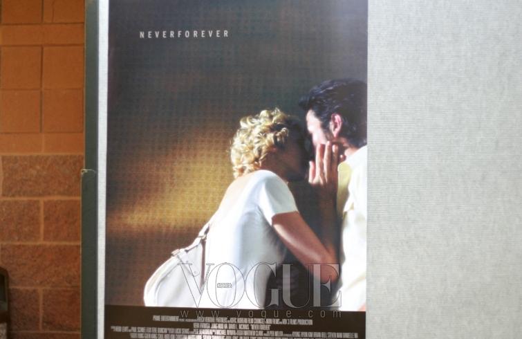 하정우의 주관적인 선댄스 리포트. 의 포스터와 상영 첫날 관객과의 대화, 상영관의 외관, 인터뷰 촬영 분위기, 파크시티의 풍경 등 22회 선댄스 영화제의 다양한 모습.