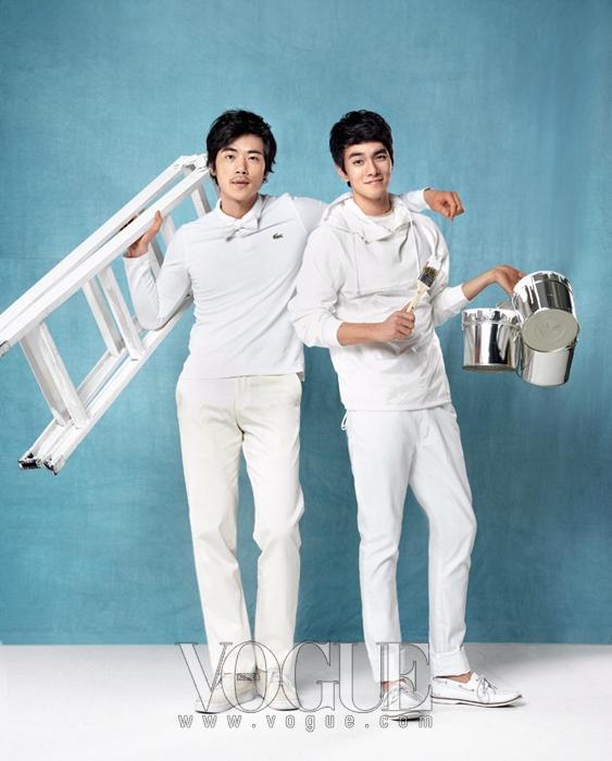김강우의 피케 셔츠는 라코스테(Lacoste), 데님 팬츠는 장광효 카루소(Jang Kwang Hyo Caruso), 보타이는 브룩스 브라더스(Brooks Brothers), 스니커즈는 반스(Vans). 이규한의 후드 티셔츠는 윌링 이동수(Willing Lee Dong Soo), 팬츠는 하상백(Ha;Sang;Beg), 스니커즈는 반스.