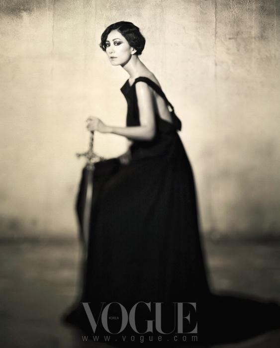 블랙 드레이핑 롱 드레스는 보테가 베네타(Bottega Veneta)