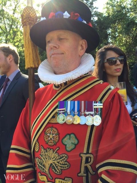 '영국 왕실 근위병'으로 알려진 의장대의 레드&골드 유니폼. ⓒ Suzy Menkes