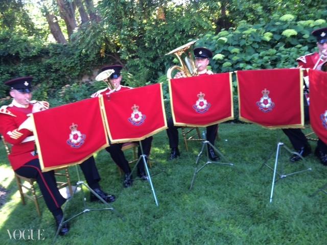 군악을 연주하고 있는 여왕의 밴드. ⓒ Suzy Menkes