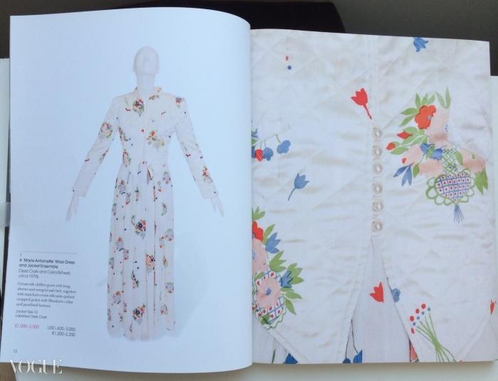 수지의 크리스티 경매 카탈로그. 왼쪽에는 그녀의 드레스, 오른 쪽엔 셀리아 버트웰의 프린트 디테일이 담겨 있다. ⓒ Suzy Menkes