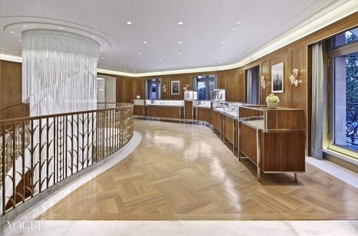 이 티파니 샹들리에는 스튜디오 로소(Studio Rosso)가 디자인했고 1,837개의 유리 막대들로 만들어졌다. ⓒ Tiffany & Co.
