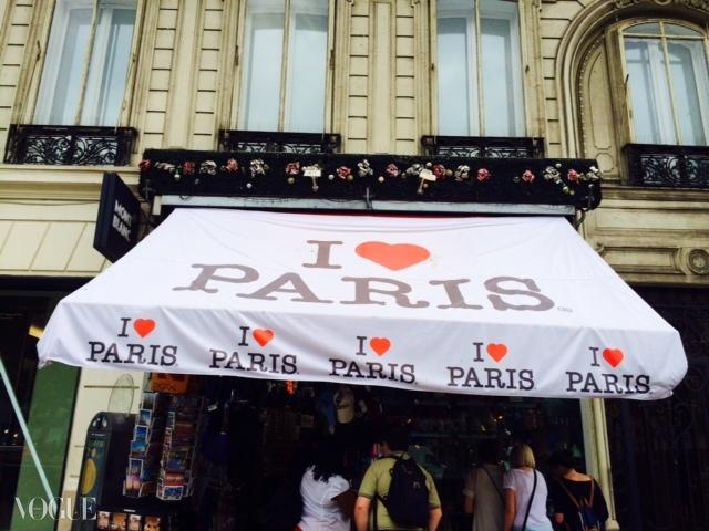 'I Love Paris' 매장 차양.