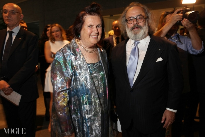 스테파노 리치(Stefano Ricci)와 수지가 축하 행사를 즐기고 있다.