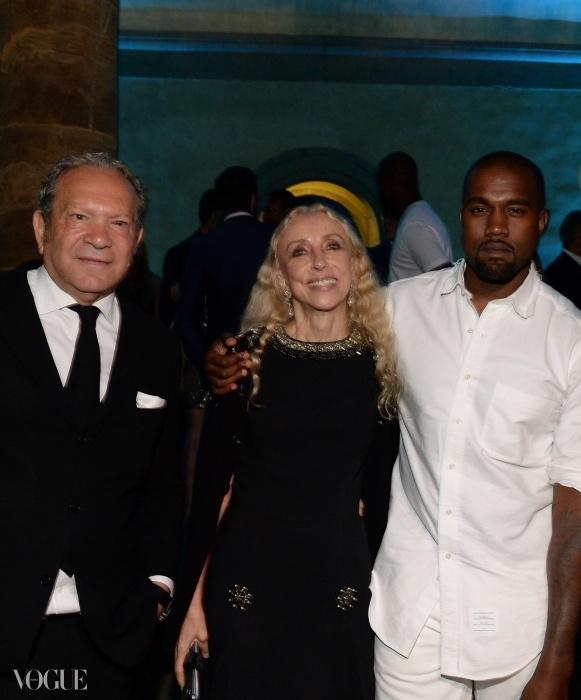(왼쪽에서 오른쪽으로)디자이너 에르마노 서비노, 이태리  편집장 프랑카 소짜니, 그리고 칸예 웨스트.