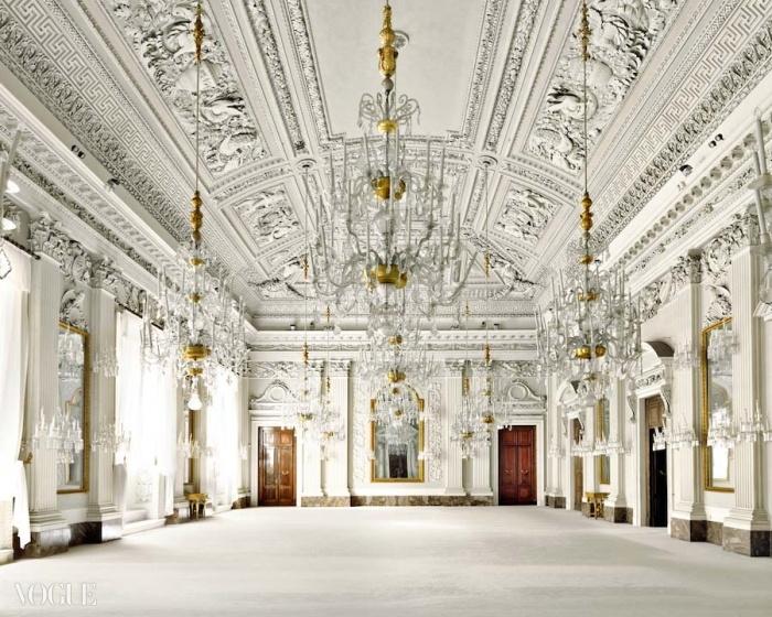 50년대에 피렌체의 '살라 비앙카'에서 이태리 최초로 대규모 쇼들이 열렸다. 이 유명하고 웅장한 하얀 홀은 세르비노의  쇼에 영감을 선사했다.