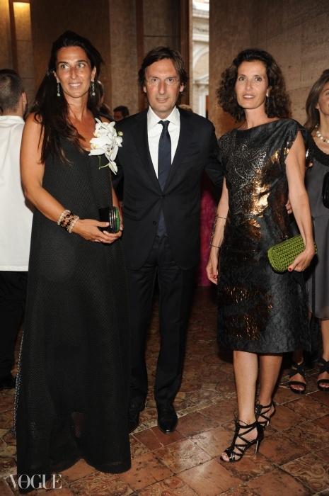 주얼리 디자이너인 오산나 비스콘티 디 모드로네와 함께 한 엘리자베타와 피에트로 베카리. ⓒ SGP