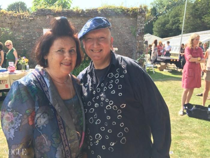 수지와 모자 디자이너 스테판 존스가 축제를 즐기고 있다.