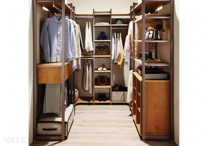 한샘의 드레스룸 가구 '알토'의 ㄷ자 구성. 좁은 공간을 효율적으로 사용할 수 있다.