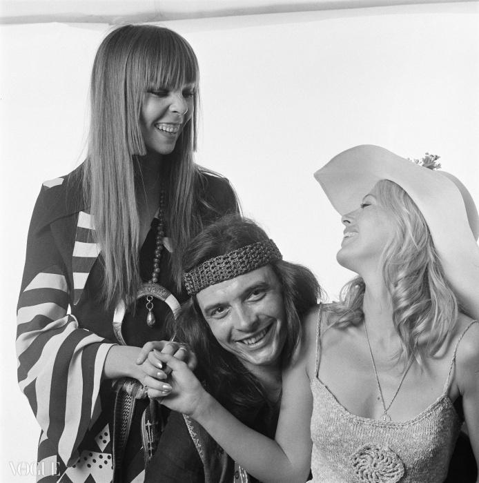 여자 친구 페넬로페 트리(왼쪽)와 브릿 에클랜드와 함께 있는 사진가 데이빗 베일리. ⓒ Patrick Lichfield/Getty