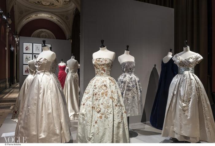 크리스찬 디올의 이브닝 드레스들. 1952~1955년. ⓒ Pierre Antoine