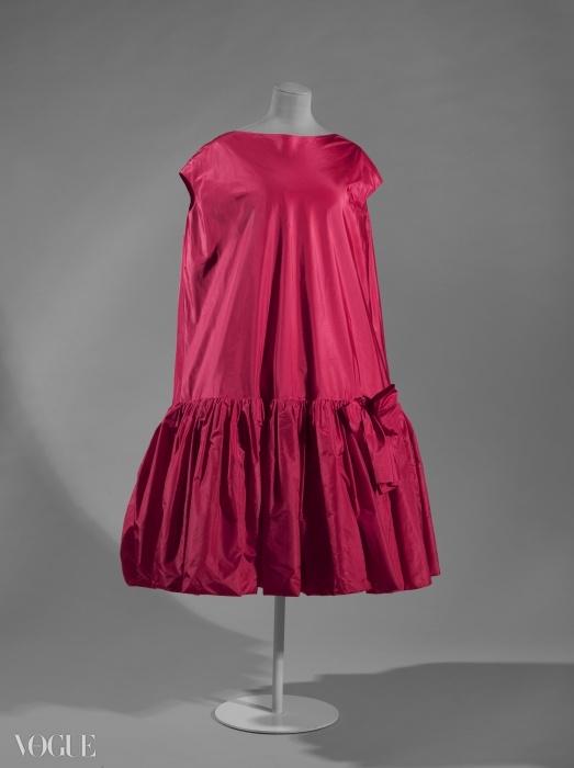 발렌시아가의 핑크색 칵테일 드레스, 1958~1959년. ⓒ Eric Emo / Galliera / Roger-Viollet