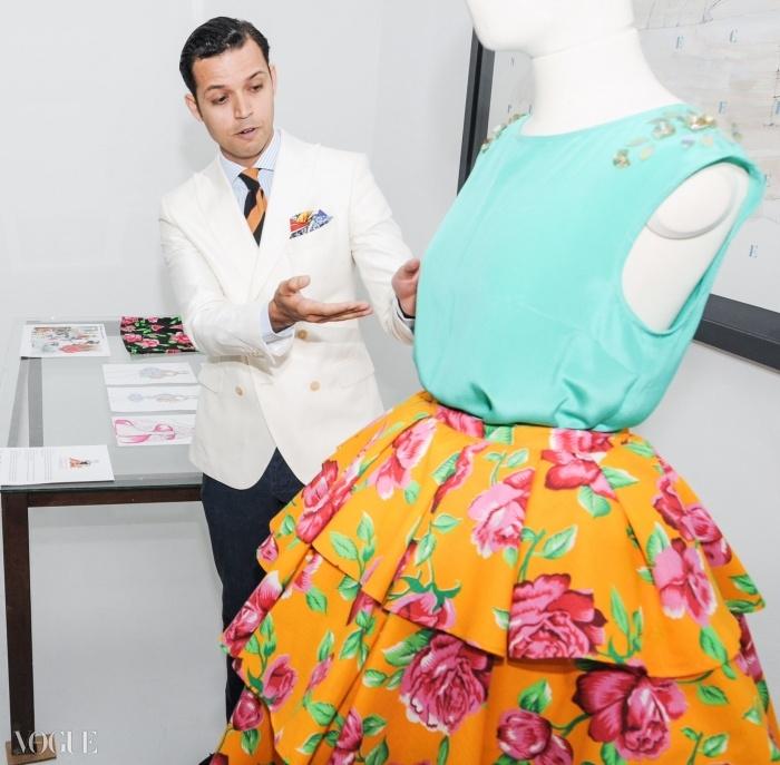 멕시코 출신의 안드레스 로모가 자신의 디자인에 대해 설명하고 있다. ⓒ Ariel Gabriel La Rosa, Desiree Bazzo / Luca Sorrentino