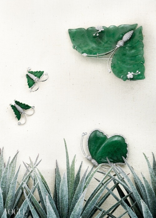Yezi:n금속 공예를 전공한 여은경은 호박, 비취, 산호를 이용해한국 전통 디자인을 재해석한 작품을 선보이고 있다. 천연 스톤을 사용해 꽃과 나비, 개구리 등 자연의 모티브를 동시대적인 느낌으로 표현한다.