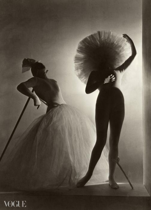 1939년, 레오니드 마신(Léonide Massine)의 발레 바카날(Bacchanale)을 위해 살바도르 달리가 디자인한 의상. ⓒ Condé Nast Horst Estate