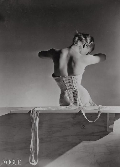 멩보쉐를 위해 드톨레(Detolle)가 디자인한 코르셋Corset by Detolle for Mainbocher, 1939 ⓒ Condé Nast Horst Estate