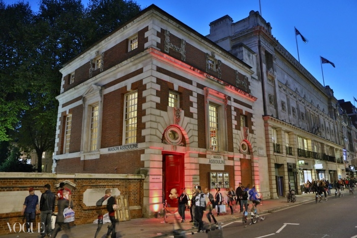 애술린의 런던 피커딜리에 있는 첫 서점 본점.