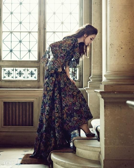 Stairway to Heaven발렌티노의 마리아 그라치아 치우리와피에르파올로 피치올리가 꿈꾸는 로맨스가고스란히 담긴 레이스 드레스. 자수로 완성된나비 날개가 레이스 드레스를 가득 채웠다.