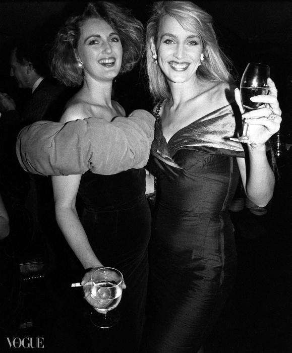애나벨스에서 열린 발렌티노 파티에 온 프란체스카 본 티센(Francesca Von Thyssen)과 제리 홀(Jerry Hall). 1987년.