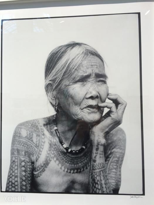 The Last Tattooed Women of Kalinga. 제이크베르조사 작품. 실버렌즈 갤러리.