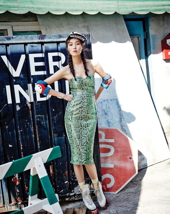 Miss Gee Collection섹시한 파이톤 튜브톱 드레스는미스지 콜렉션(Miss Gee Collection),꽃 패턴 스냅백은 NBA.