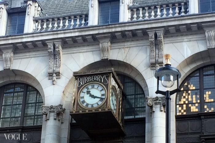 시계는 DSM이 과거 버버리 본사로 들어오길 재촉하며 째깍거리고 있다. 그러나 개조하는 데 얼마나 걸릴지 누가 알겠나?