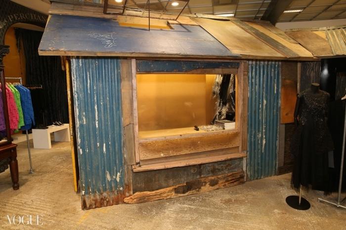 도버 스트리트 마켓 컨셉 스토어에 있는 오두막집은 관습에 대한 도전이다. ⓒ대런 게리쉬