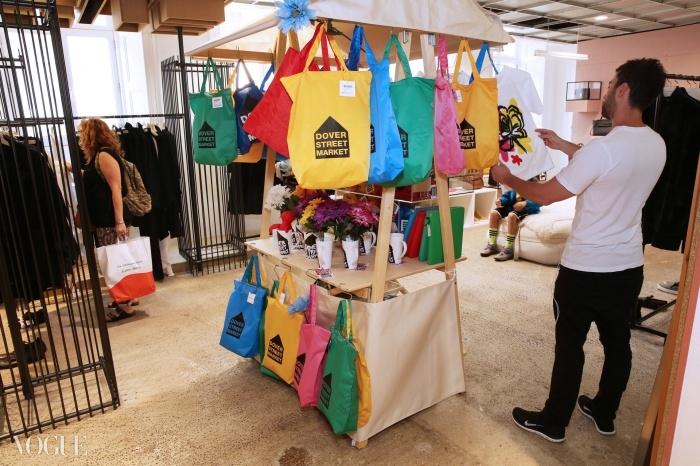 도버 스트리트 마켓은 하이 패션과 로우 패션을 섞는 것으로 유명하다. ⓒ대런 게리쉬