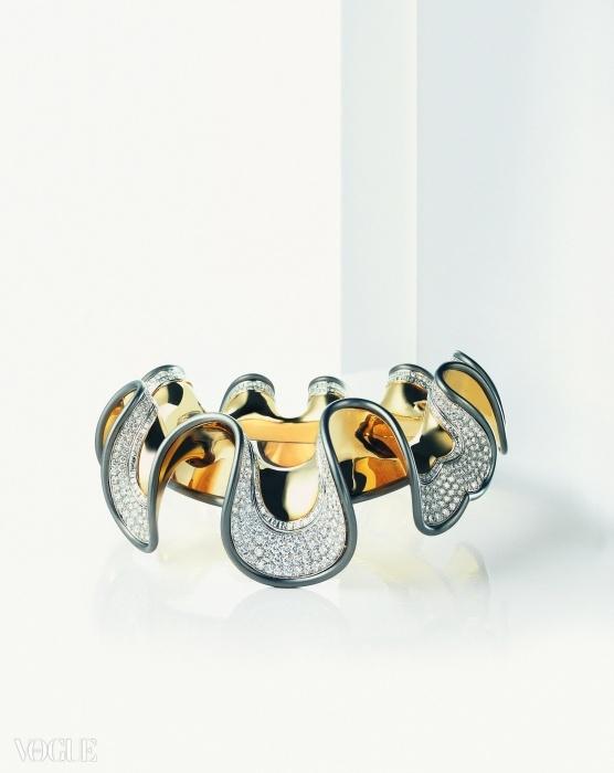 블러디 메리(Bloody Mary)- 메리 튜더(Mary Tudor)로 영감을 얻은 목걸이이다. 옐로 골드와 1,121개의 눈부신 바게트-컷 다이아몬드로 만들어졌다. ⓒ 다미아니