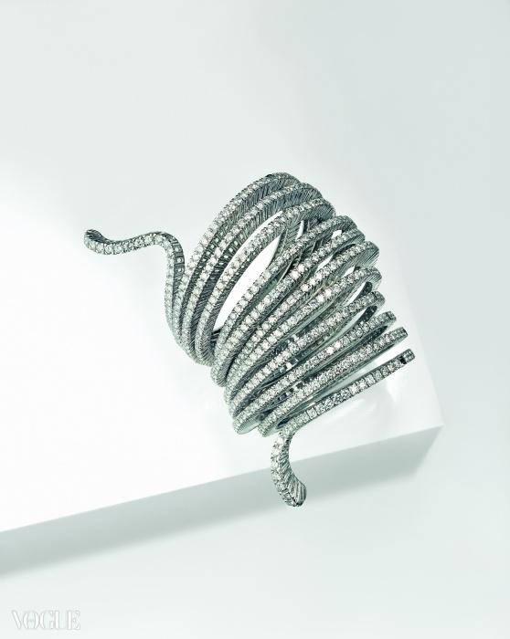 에덴 팔찌를 만드는 데 약 800 시간이 소요되었다. 화이트 골드와 브릴리언트 컷 된 다이아몬드로 구성되었다. ⓒ 다미아니