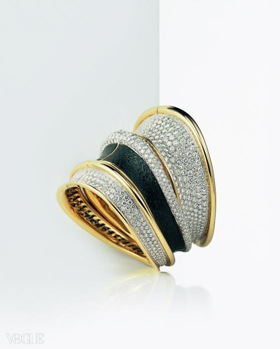 958개의 다이아몬드가 더해진 옐로 골드와 백금 팔찌 ⓒ 다미아니