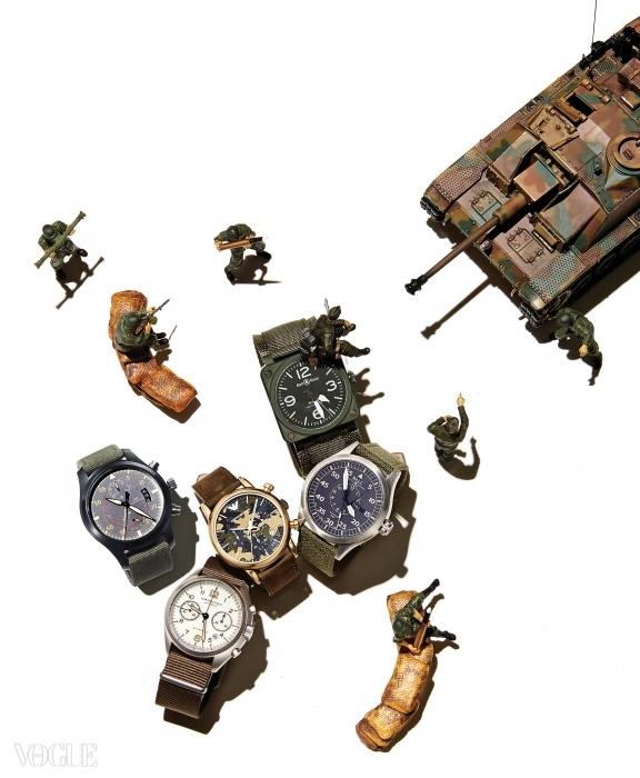 (왼쪽부터)비행기 계기판에서영감받은 42mm의 시계는벨앤로스(Bell&Ross), 야광 침이특징인 클래식한 디자인의 시계는볼 워치(Ball Watch), 카무플라주패턴 다이얼 시계는 엠포리오아르마니 워치(Emporio ArmaniWatch), 오토매틱 무브먼트의41mm 스틸 케이스 시계는해밀턴(Hamilton), 캔버스 스트랩의세라믹 케이스 시계는 IWC.