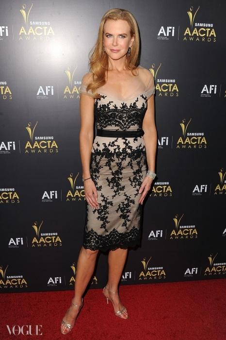 니콜키드만은 콜레트 디니건을 입고 2012년 <호주 아카데미 영화제(Australian Academy Of Cinema And Television Arts Awards)>에 참석했다.