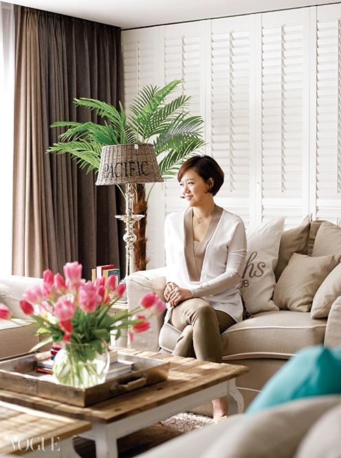 거실 소파에 앉아 있는 이유림대표.