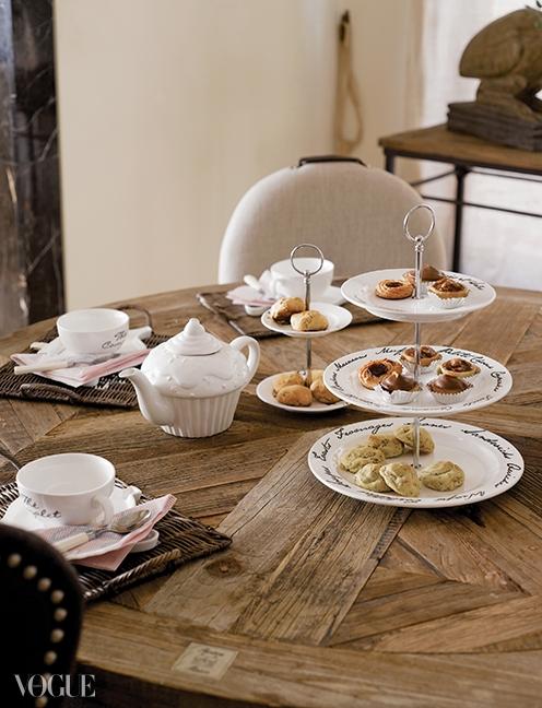 식탁 위의 클래식한식기들도 모두 리비에라 메종제품.