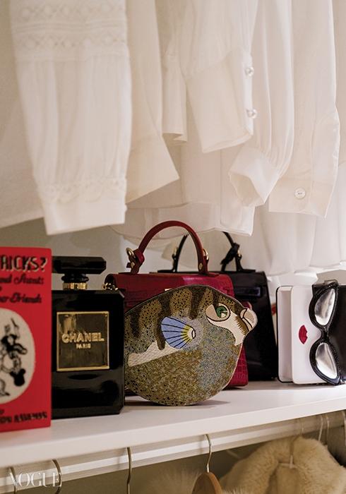 색색의 슈즈와 귀여운 클러치백을 가지런히정리해둔 드레싱룸은 모든 여자들의꿈의 공간.