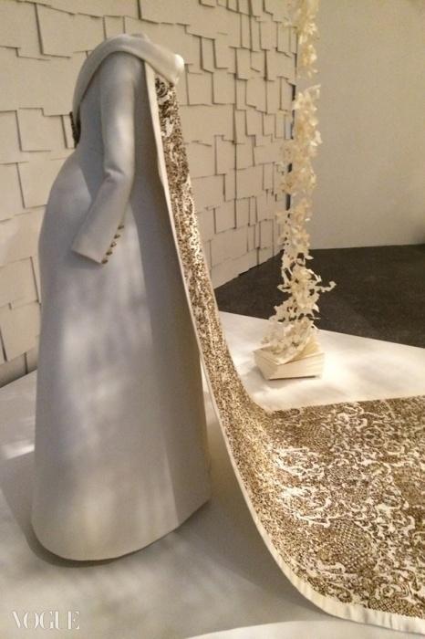 샤넬 AW14 꾸뛰르, 임신한 신부의 드레스