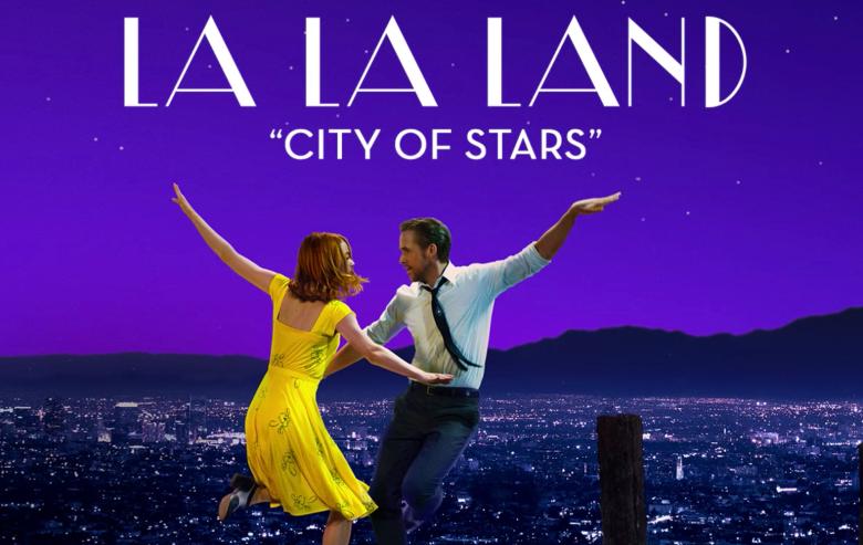 영화 에서 맑은 목소리를 뽐냈던 엠마 스톤과 뛰어난 피아노 실력으로 여성 팬들을 사로잡은 라이언 고슬링.