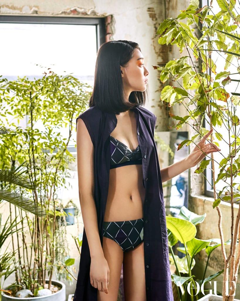 아가일 패턴 비키니, 원피스와 아우터로 활용 가능한 민소매 롱 셔츠 드레스. 모두 구호(Kuho) 제품.