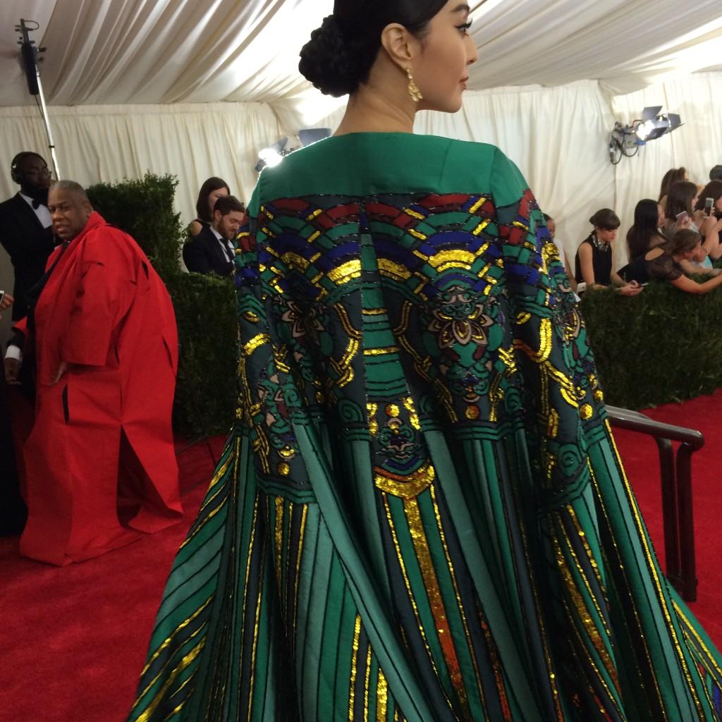 크리스토퍼 부 드레스를 입은 판빙빙(뒷모습)
